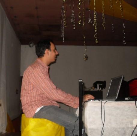 DJ Mib, tocando com um notebook